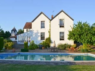 NORTON GRANGE, open fires, swimming pool, parking, garden, in Worcester, Ref 19077, Worcestershire