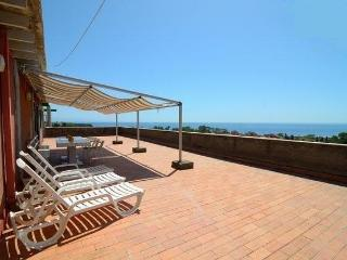 Seafront 2-rooms apartment with panoramic views!, Giardini-Naxos