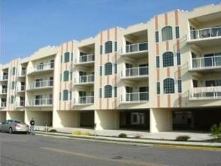 *** BEAUTIFUL CONDO  1 block to beach/ sleeps 9 w/Ocean View Wildwood Crest