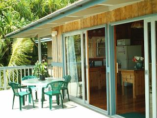 Outdoor/indoor dining, our front deck (lanai)