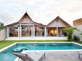 Umalas - Bali Private Villa Antique Limasan House, Seminyak