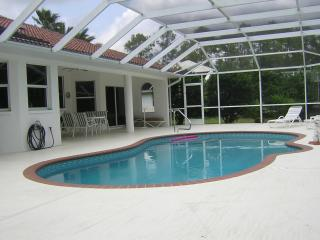Charming New quiet vacation Home Pool WIFI Ect.., Lehigh Acres