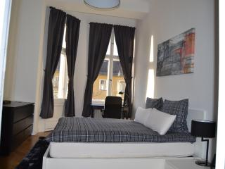 Delightful Vacation Rental Near Kudamm/KadWe in Berlin