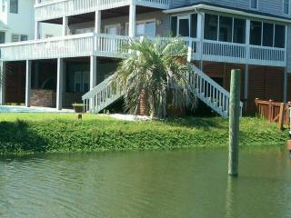Spectacular Canal Waterfront w/ Private Pool,golf Cart, pool table- 54 Scotland
