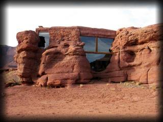 Incredible - Moab Rockhouse next to Colorado River