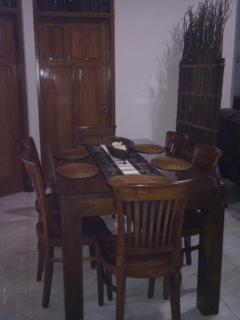 6 seater dining table & chairs