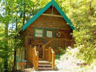 Across from Resort Pool-Luxury Cabin $99.00/Night, Gatlinburg