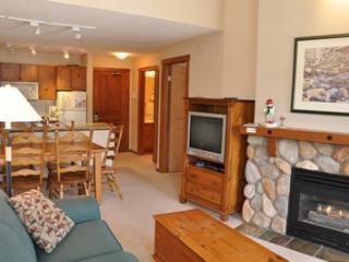 Fireside Lodge Village Center - 420, Sun Peaks