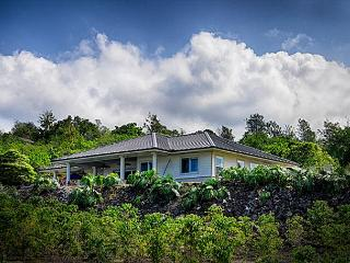 Custom 3 bedroom, 3 bath with pool & spa, spectacular Ocean & Sunset Views, Kailua-Kona