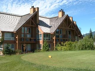 Upgraded 2 bedroom, 2 bath unit on Chateau Whistler golf course, dog friendly