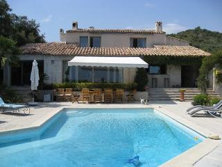 06.380 - Viilla with pool ...