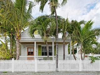 4 Bedroom Home with private pool just off Duval St, Cayo Hueso (Key West)