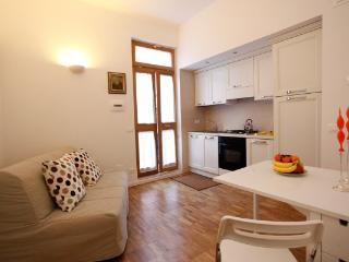 CR655k - Cabot University Gem Apartment, Rome