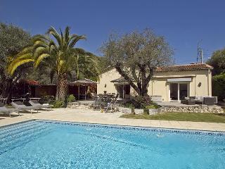 06.128 - Villa with pool i...