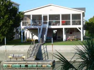 Canal Waterfront Home w/ private dock- 41 Newport, Ocean Isle Beach