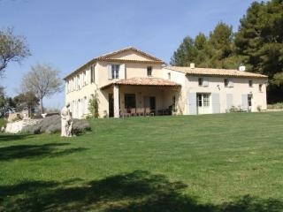 Gorogeous 8 Bedroom Country House with a Pool, Aix En Provence, Aix-en-Provence