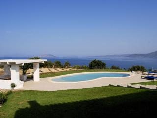 Luxurious contemporary villa on Saronic Gulf, Peloponeso