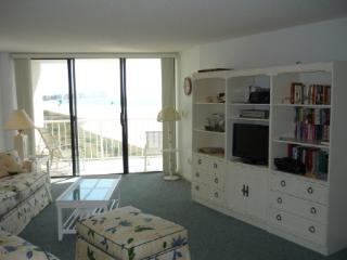 Enjoy Beach views from this lovely and spacious condo in pristine Island Resort !, Marco Island