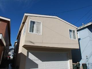 Great 3 Bedroom Oceanside Home! 7 Houses from Sand! (68289), Newport Beach