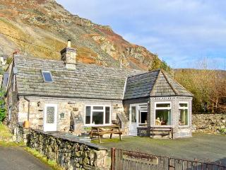 GLENDOWER traditional features, off road parking, garden in Llangynog, Ref 22261