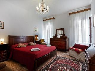 Holiday Apartment in venice centre, Ca' Visconti near Rialto San Marco, Ca' D'Oro and Campo Santi Apostoli, Venice