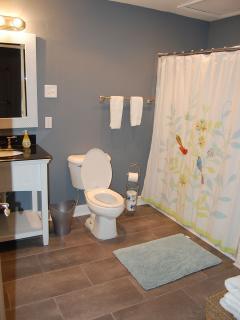 Bathroom #2 En Suite With King Bedroom
