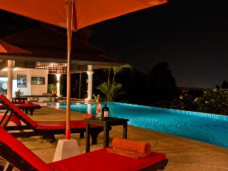 Phuket Luxury Villa Rental - Villa Oriole - Poolside
