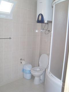 Main Bathroom (with corner bath / shower)