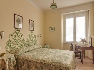 Florence, recently renovated, 2 bedrooms, 2 bathr