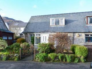 LILY COTTAGE, dog-friendly, patio, conservatory, close amenities in Killin, Ref