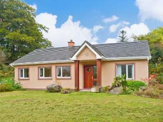 DROMROE, ground floor, off road parking, garden and decked area, in Kenmare, Ref 19928