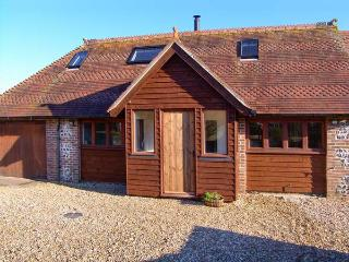 THE OLD SCHOOL COTTAGE, woodburner, off road parking, shared garden, in Dorchester, Ref 20691