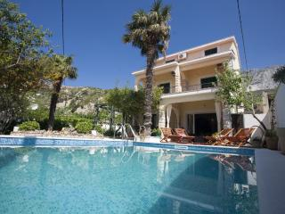 Villa  with headed  Pool  only 20m from the sea,Sauna+Whirpool, Dugi Rat