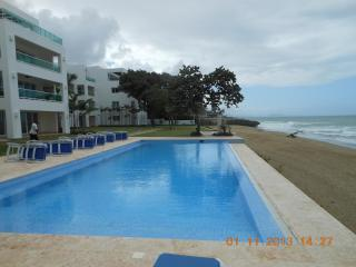 A Fabulous and Relaxing Oceanfront Condo!