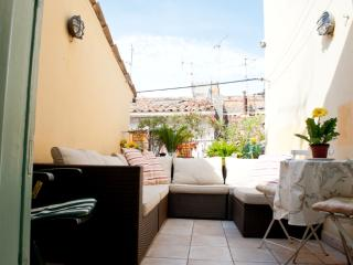 Cute 3 storey house in the heart of Old Antibes
