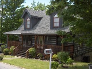 Shadow Mountain Cabin 4BR/3BA Views!, Gatlinburg
