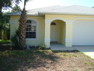 Private Pool * Pet-Friendly* Just Steps to Beach!!, New Smyrna Beach