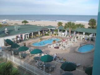 Amazing Beach/Oceanside Condo! Pools! Restaurant!, Tybee Island