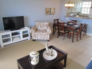 Welcoming Townhouse, Private Beach, Pools, Fishing, Tampa