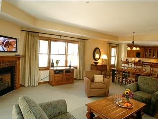 Beautiful Lodge at Mountaineer Square Suite - Great Year-Round Getaway (1188), Crested Butte