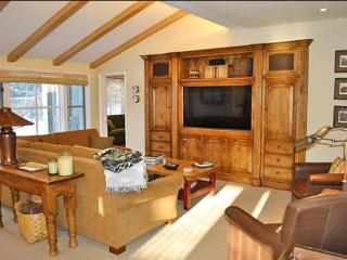 Classic Comfort, Modern Amenities - At the Base of Proctor Mountain (1156), Ketchum