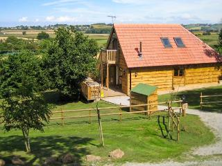HAZEL LODGE, woodburner, hot tub, wet rooms, barn conversion, in Washford, Ref. 16587