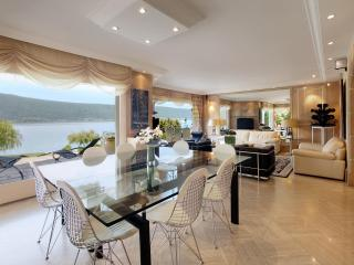 The nice dining room with a lake view