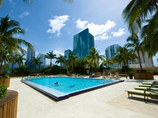 Luxury + Modern 2BR Apt. in Brickell's One Broadway BOOK NOW!!, Miami
