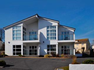 SUNRISE, sea views, close Blue Flag beach, near amenities in Benllech Ref 21954