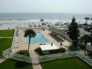 New Smyrna Beach, Oceanfront condo, 2 bed 2 bath,