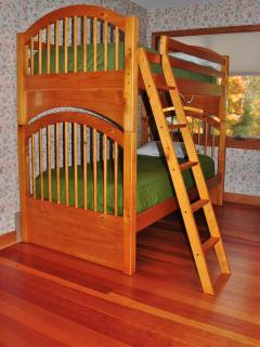 Queen Guest Room with Bunk beds