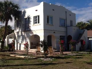 Historic home next to intracostal and golf corse