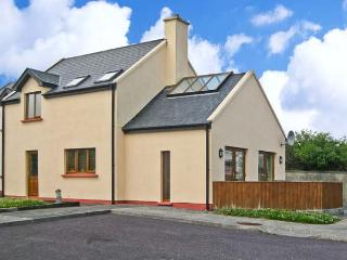 1 SNEEM HOLIDAY VILLAGE, detached cottage, en-suite bedrooms, decked area, on Ri