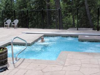 AWESOME WHITEFISH TOWNHOUSE/Big Mountain/Glacier/3 bd/3 lvls/2 pools/GREAT HOSTS